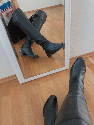 Overknees oder kniehohe Stiefel aus Echtleder