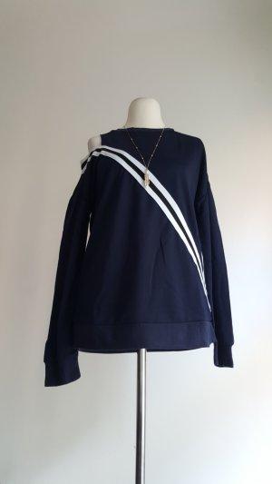 Camisa de un solo hombro azul oscuro-blanco