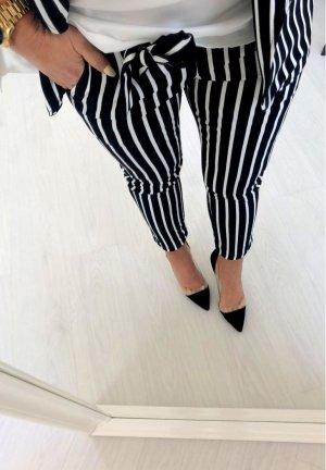 Lage taille broek zwart-wit