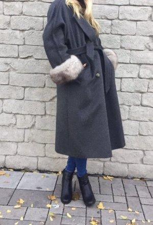 Oversize Mantel aus Lamawolle mit Fuchspelz