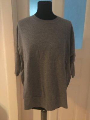 Oversize Pullover in grau