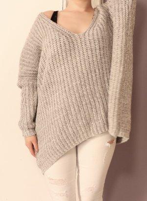 Oversize Pullover mit V-Ausschnitt