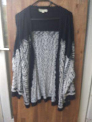 Oversize Strickjacke mit auffälligem Muster