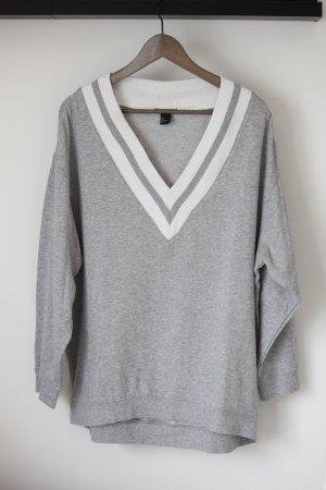Oversize Sweatshirt mit großem V-Ausschnitt