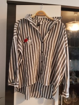Oversized Bluse DIVIDED by h&m mit Patches