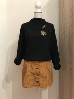 Oversized Pullover mit Broschen