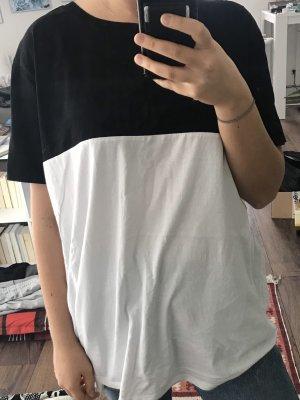 Oversized shirt mit bunten Streifen an den Ärmeln