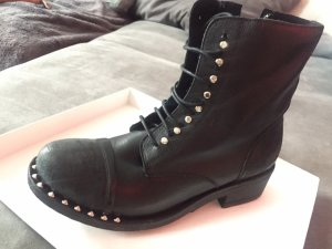 Ovyé Lace-up Boots black
