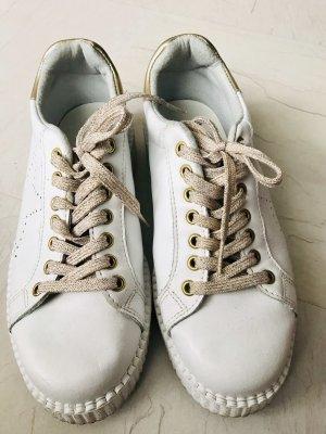 Ovyé Sneaker