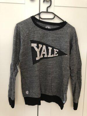 P&B Yale Sweatshirt