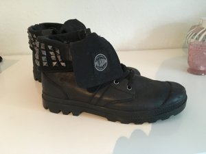 Palladium Schuhe in Schwarz mit Nieten