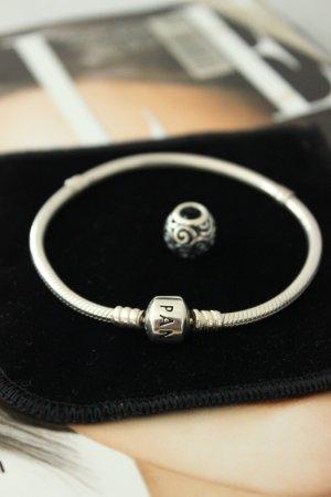 Pandora Armband + 1 Charm GRATIS