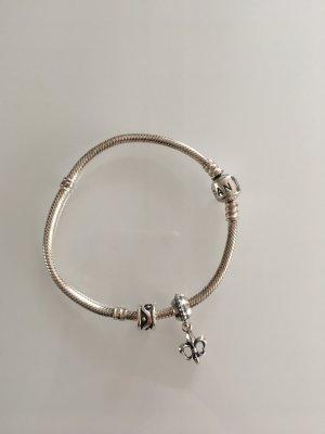 Pandora Armband inkl. zwei Charms