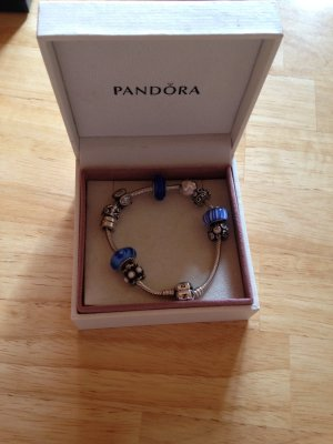 Pandora Armband mit 10 Charms