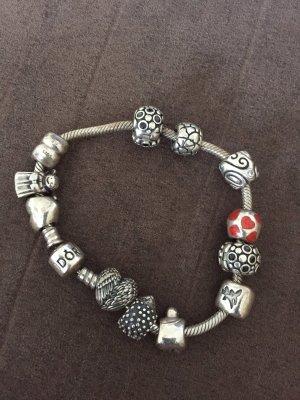 Pandora Armband mit 10 Charms und 2 Feststellern