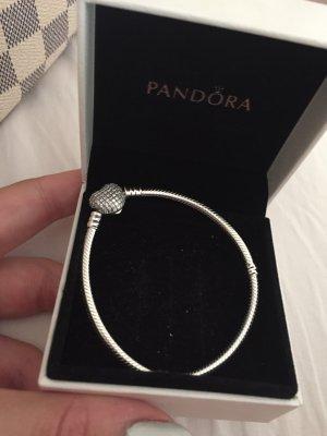 Pandora Armband mit Herzverschluss