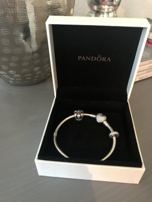 Pandora-Armband mit Pavé-Herzverschluss
