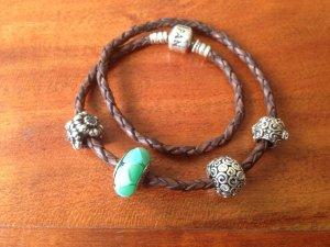 Pandora Armband mit vier Charms