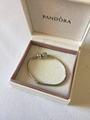 Pandora Armband silber + ein Charm mit Herzchen