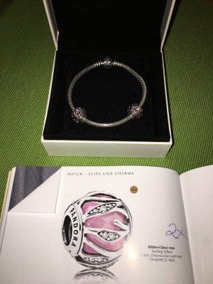 Pandora Armband und Charm