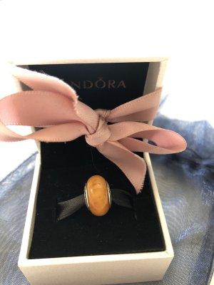 Pandora Charm aus Naturholz