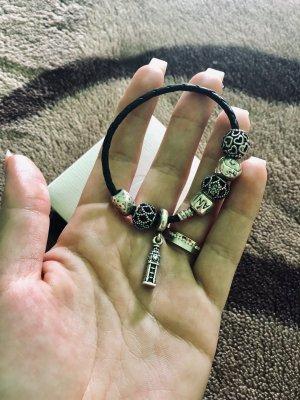 Pandora Leder Armband mit 6 charms