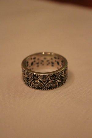 Pandora Ring. Größe 58.