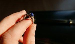 Pandora Ring mit blauem Stein