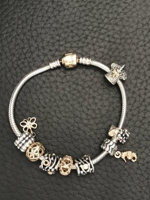 Pandoraarmband bicolor mit Charms