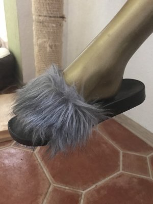 Pantoffeln mit grauem Kunstfell Gr 39, KP 39€. Neu