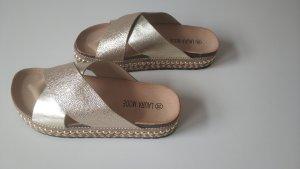 Sandalo alto con plateau oro