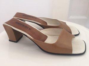Sandalo con tacco color cammello-bianco sporco Pelle
