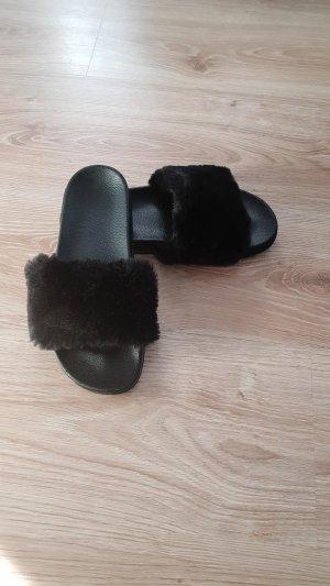 Mules black fake fur