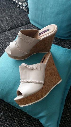 Sandalo alto con plateau beige chiaro