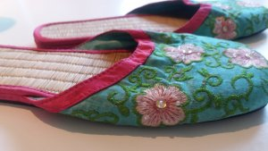 Pantoletten/Slipper im Asia-Look