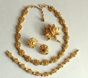 Bijoux de bras doré