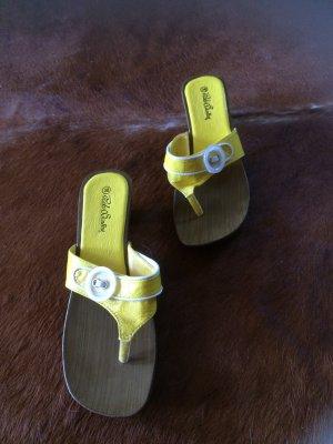 Sandalias con talón descubierto amarillo-marrón