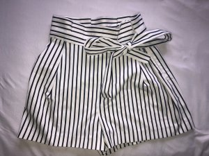 Zara Trafaluc High-Waist-Shorts white-black
