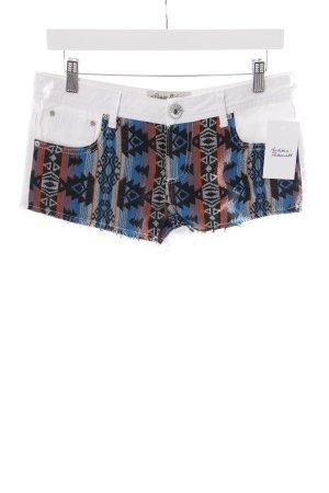 Parisian Denim Shorts Aztec pattern casual look