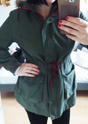 Parka mit Pelzkapuze und roten Details khaki