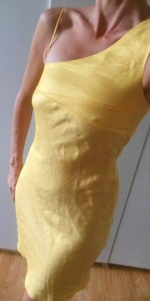 AF Vestido de un hombro color oro-amarillo