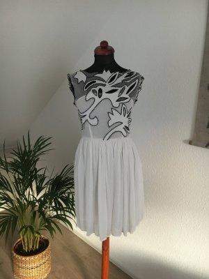 Partykleid Minikleid mit Tüll und Stickerei semi transparent für die Hochzeit oder Party weiss Blogger Instagram Model Item von ASOS 36 S