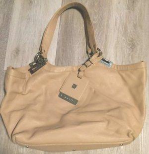 passend zum hellen Frühlingsoutfit - Handtasche in nude vom spanischen Designerlabel Farrutx
