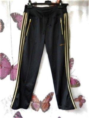 passt bei Gr. 38 Adidas Hose schwarz gold guter Zustand ( ist eine 40 aber adidas arbeitet eher klein)