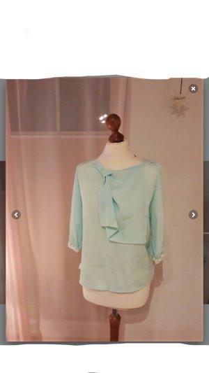 pastellfarbene Bluse mit vielen schönen Details