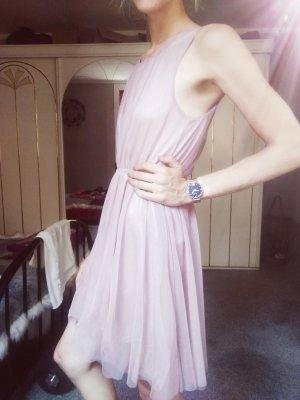 Pastellfarbenes Kleid aus Tüll