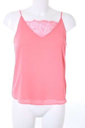 Peace n Love Top de encaje rojo claro look casual