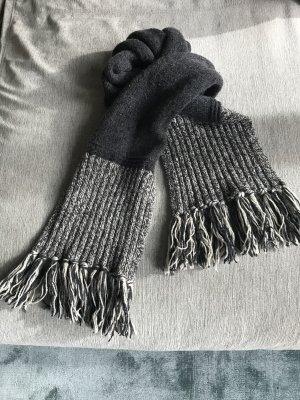 Peak Performance: Toller grober Schal aus hochwertigem Material: Wolle, Seide, Polyamid