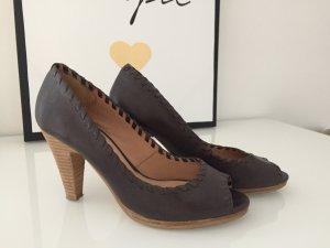 Peeptoe High Heels in braun