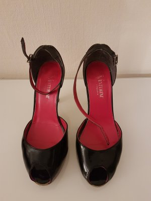 Peeptoe Pumps aus Glanzlederimitat